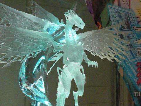 【遊戯王】明日6/2(木)より東京・コナミカードゲームステーションで水の彫刻家:薬師寺一彦氏の『深愛白龍』を展示!