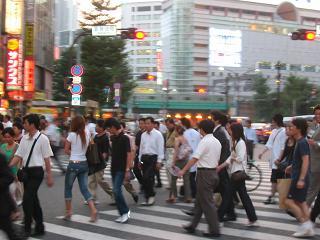新宿で「おいしいラーメン屋知りませんか?」と声を掛けられる被害が多発…個人情報聞き出す手口か