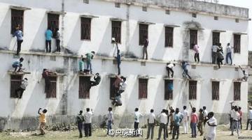 インドで大規模なカンニング事件が発生 → 容疑者1800人拘束、関係者40人が死亡する異常事態に