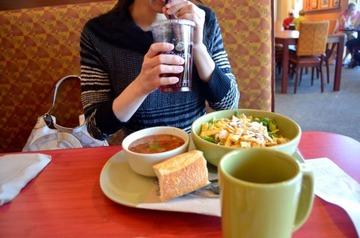 【話題】1人で外食は恥ずかしい? 男性の4割が1人外食に抵抗