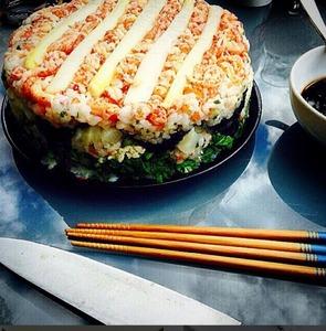寿司が海外で進化、寿司パイや寿司タルトに