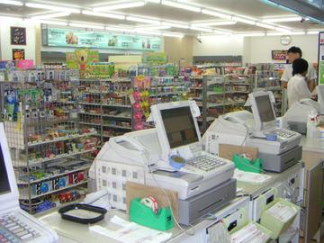 """住宅街のコンビニ出店解禁へ…政府、""""買い物弱者""""対策"""