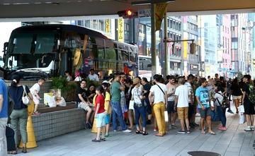 【悲報】銀座がついに爆買い中国人の街に…日本人「銀座の品位が落ちる」