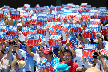 朝日新聞「本土の捨て石とされた沖縄で独立論が再浮上している」