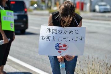 沖縄の事件で、米国人が炎天下の道路脇に立って頭を下げ続ける → マスコミ各社「報道しない自由発動!」
