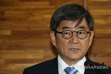 韓国の法相候補、婚姻届の偽造発覚で辞退…文在寅の検察改革が出足つまずく
