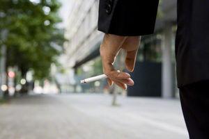 飲食店の全面禁煙を提言…厚労省、「たばこ白書」を15年ぶり改定
