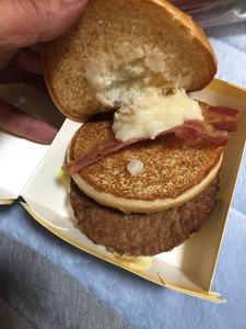 【話題】マックが新バーガーの名前募集 → 理想と現実のギャップが激しすぎて「詐欺バーガー」と呼ばれるwwwww