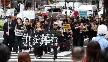 【名古屋】安保法案反対派が喪服で無言デモ行進して一般市民ドン引き