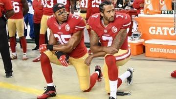 国歌演奏の際に起立拒否、NFL選手の人種差別抗議が波紋広げる…アメリカ