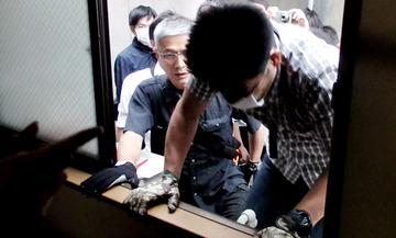 【SEALDs】ハンスト学生のシェアハウスを家宅捜索 → ゲンダイ「国家権力が普通の学生に牙を剥いた!」と発狂 → 室内に大量のヘルメットが写っていてネット民大爆笑wwwww