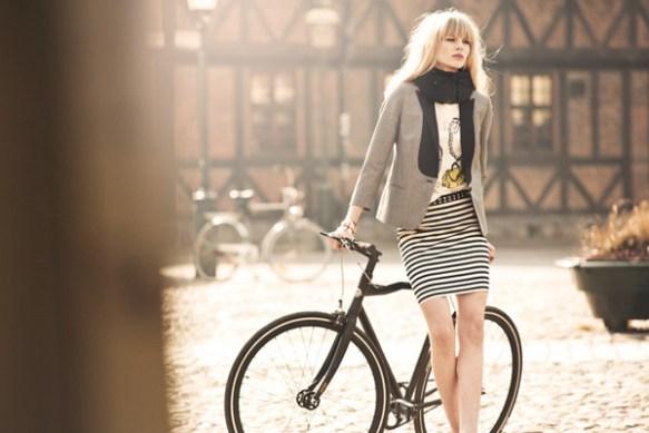 【画像】「目に見えない」自転車用ヘルメット スウェーデンの女子大生が発明wwwwwwwwwwwwwwwww