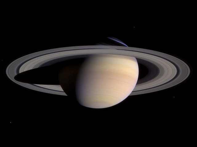 800px-Saturn-cassini-March-27-2004