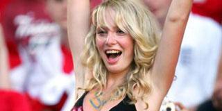 サッカーのサポーターが美人すぎるwwwwwww