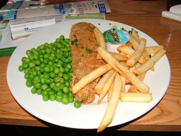 798px-Fish_and_chips_with_peas