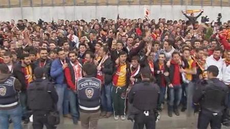 スナイデルも一安心!?トルコファンが熱狂的歓迎!