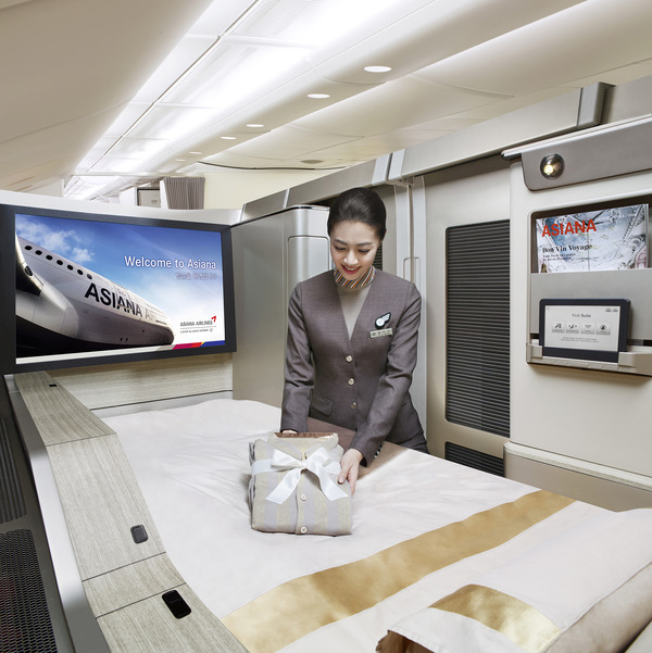 Airbus_A380_FC12_Duvet_Service