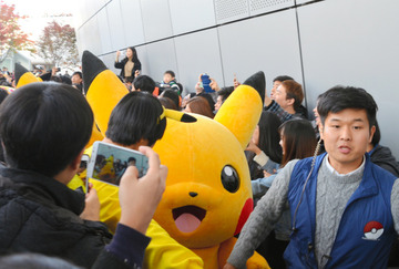 【韓国】ピカチュウに数千人殺到、公演中止に → 朝日新聞「日韓関係は冷え込んでいるが、韓国人は日本が大好き」