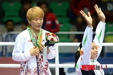 【アジア大会】インド選手が銅メダル受け取り拒否、イカサマ勝利した韓国選手の首にかける → 韓国紙「韓国選手に忘れられない恥辱をもたらした」と激怒