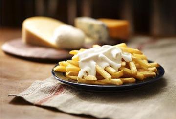 ポテトにチーズソースをかけて370円! マクドナルドの新商品がボッタクリ過ぎると話題に