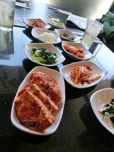 タイの日本料理店、チマチョゴリを着て接客しキムチを日本食として提供 → 韓国人「日本人が韓国を利用して金稼ぎしている」と発狂wwwww
