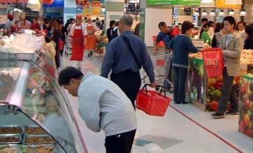 スーパーに置いてある「無料の氷」大量に持ち去った男を逮捕…タダでも窃盗になるケースとは?