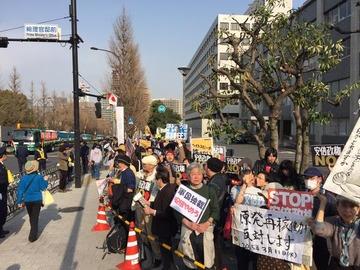 【画像】官邸を包囲する1万4千人(自称)のデモ隊にネット民大爆笑wwwww
