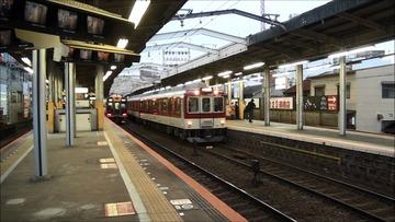 【大阪】「どけ」「邪魔や」 近鉄大阪線・鶴橋駅のホームから男性を突き落とす 八尾市の会社員を殺人未遂容疑で逮捕