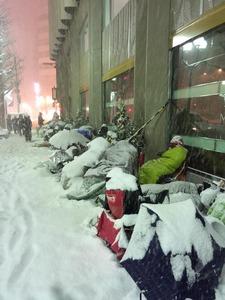 【画像】「まるで八甲田山」「死者が出るレベル」 酷寒の札幌のアップルストアの行列にネットで驚きの声
