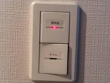 3ヶ月住んで、換気扇のスイッチはあるのにトイレに換気扇が無い事に気づくwwwwwwwww そこだけじゃなく・・・