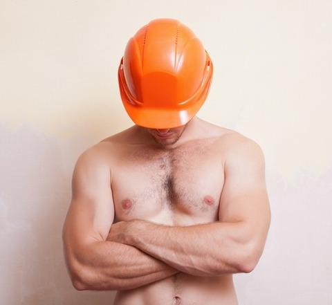 作業用ブーツと作業用ベルトだけを身に着けて裸で自宅の改修工事をしていた男を逮捕wwwwwwwww