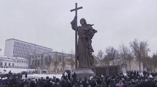 【おそロシア】モスクワで17メートルもの巨大な像が建てられる→しかも像の名前がプーチン大統領のファーストネームと同じウラジーミル・・