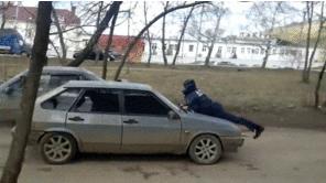 交際相手の女性を車のボンネットに乗せたまま1キロ走行した男を逮捕!