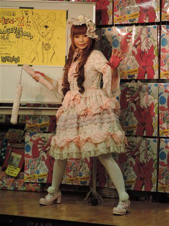 中川翔子さん、ぶっとい棒を持ち「結婚する殿方は(コレ)がうまくないとダメ!」と力説
