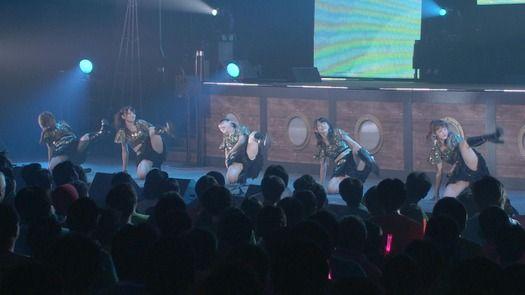 【画像】℃-uteのコンサートがまるでストリップな件