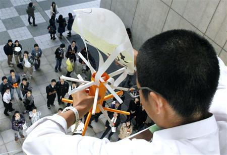 高さ10メートルから生卵を落としても割れない、高校生がアイデア競う
