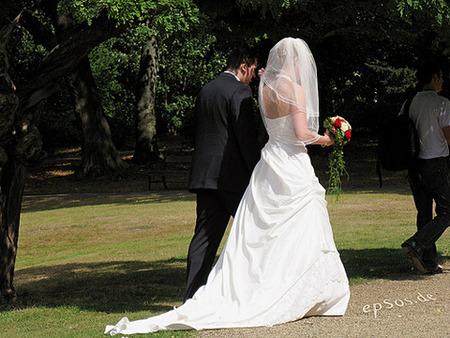 高学歴→底辺リーマン「友達の結婚式に恥ずかしくて行けない…」