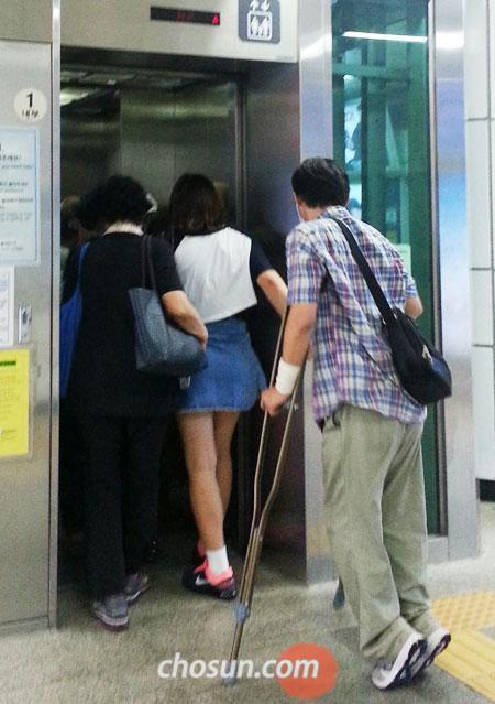【韓国】障害者用エレベーターに乗れない障害者たち 関係者「弱い立場の人々に配慮する成熟した市民意識が不十分」/ソウル