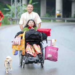 【中国】母の車いす押し4000キロ 北京から雲南へ100日の旅路