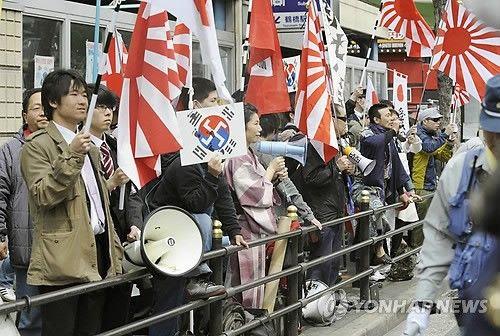 【毎日新聞】「在特会らの在日韓国人への嫌韓デモおかしい」ハングル駆使し抗議するK-POPファンの女子高生(匿名)