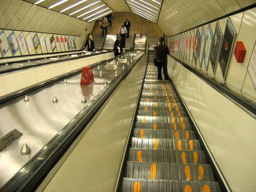 ロンドン「エスカレーターのルールわかりやすくしてみたww」 ジャップ「エスカレーターは歩くな!」