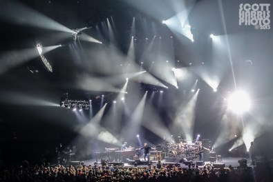 Scott_Harris_Phish_2013.11.01_1024px_06