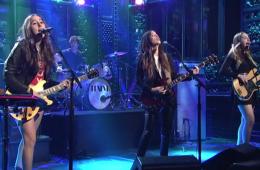 Watch Saturday Night Live  HAIM  The Wire online   Hulu Plus (1)