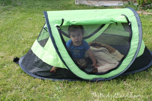 Another fabulous feature of the Kidco PeaPod Plus are all the convenient doubled sided zippered closures on all four sides of the tent.  sc 1 st  Living Chic Mom & Kidco PeaPod Plus Travel Tent #Review (The perfect on the go tent ...