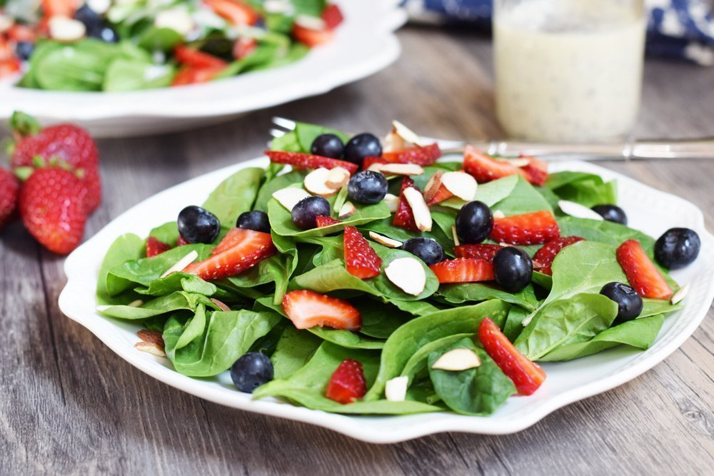 70 Grain-free Vegetarian Recipes: Spinach and Berry Salad with Creamy Poppyseed Dressing