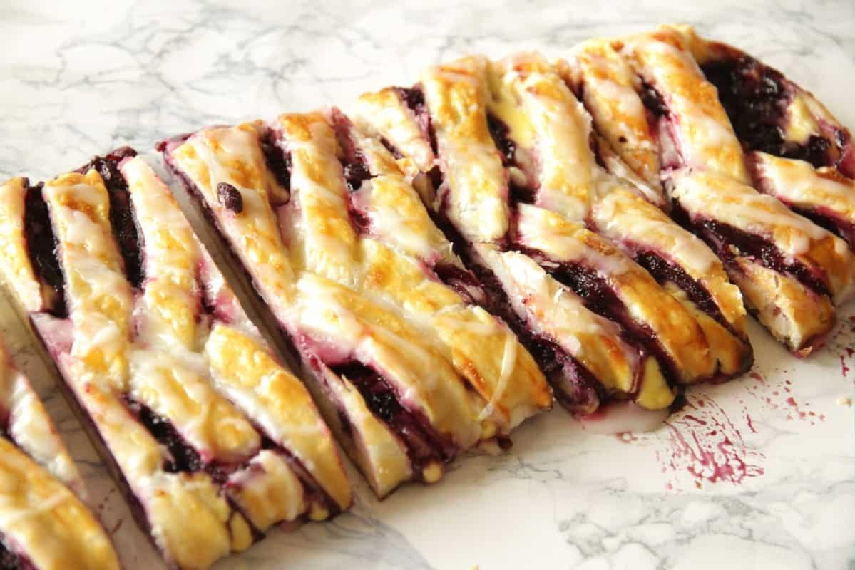 Heidelbeer-Topfenstrudel ~ Living on Cookies