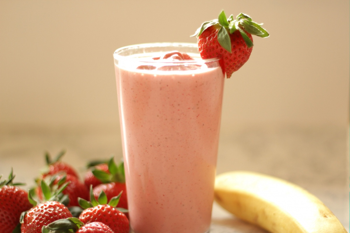 Easiest Ever Strawberry Banana Smoothie