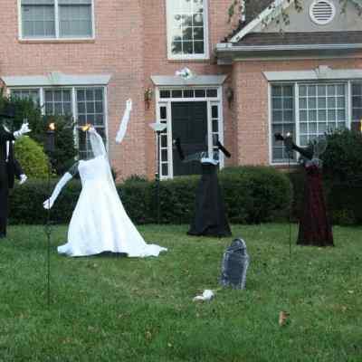 Frugal Halloween decor: Create a haunted wedding