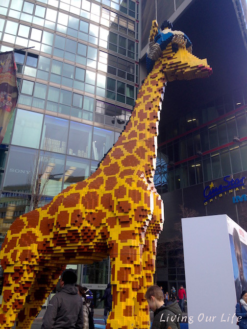 Life size lego statue of a giraffe.