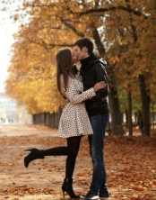 Etreinte-Couple-In-Autumn-Paris-480x800